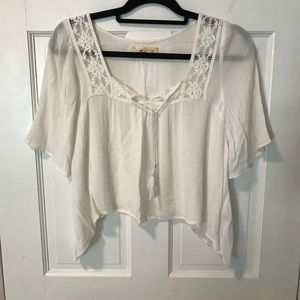 Hollister loose fitting white cropped shirt.. XS